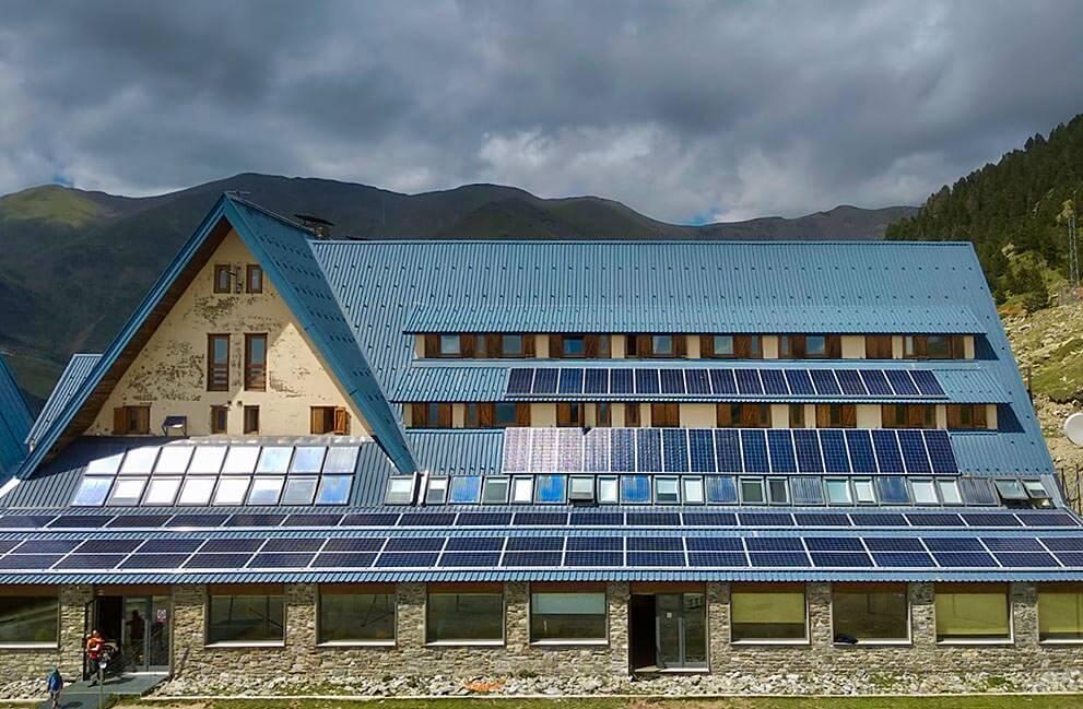 Instalación fotovoltaica en albergue del Pirineo Catalán