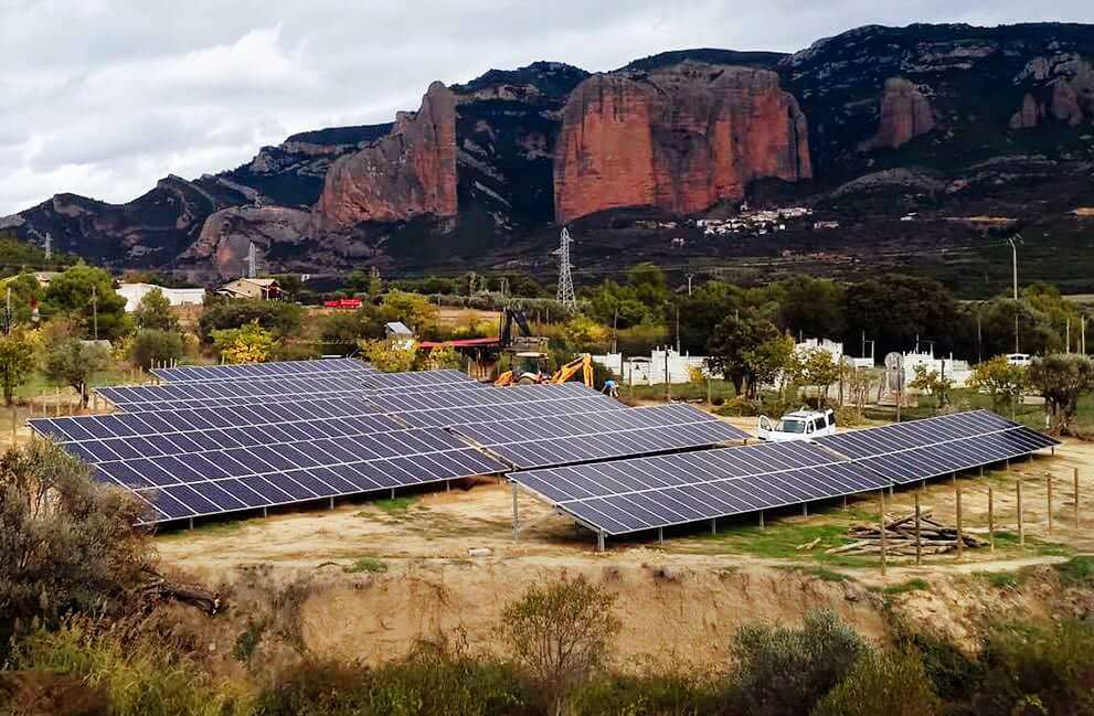 Instalación fotovoltaica en hotel en Murillo de Gallego