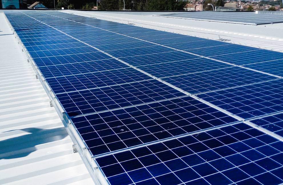 Instalación fotovoltaica en nave industrial en Vigo 2
