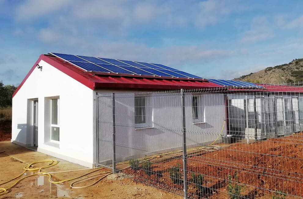 Instalación fotovoltaica aislada guardería canina en Ayegui 2