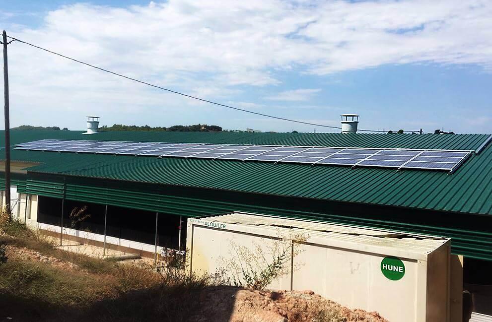 Instalación fotovoltaica aislada en granja de pavos en Sant Mateu de Baiges
