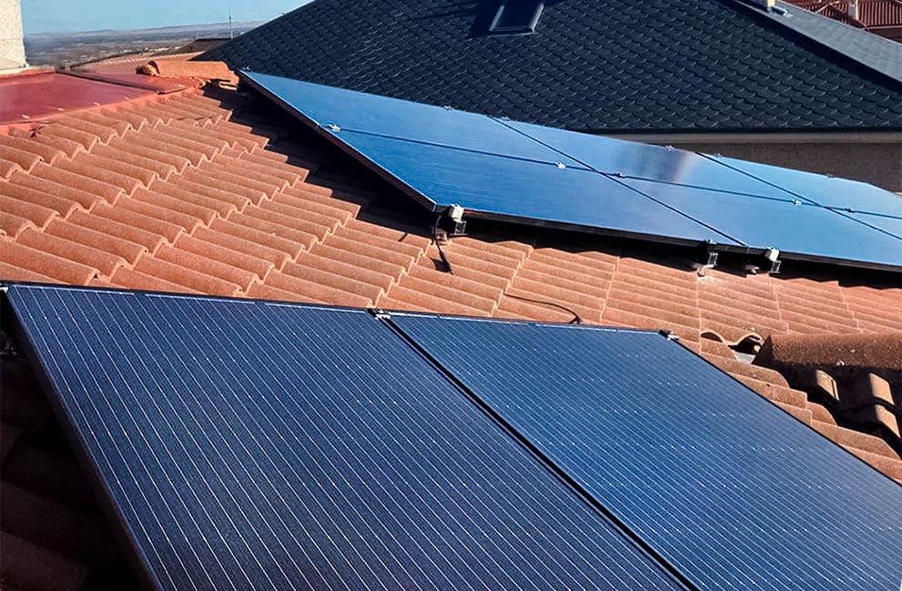 Instalación fotovoltaica con aerotermia en vivienda unifamiliar en Las Lomas 2