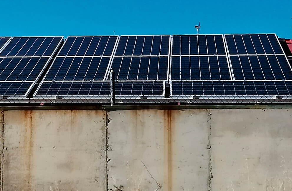 Instalación fotovoltaica trifásica en vivienda unifamiliar en Torneros del Bernesga