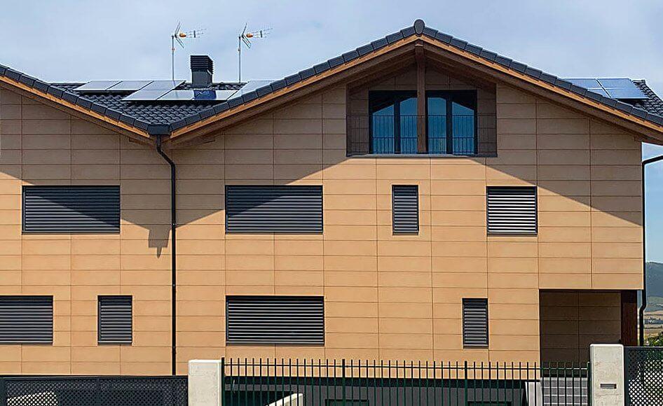 vivienda con fotovoltaica y aerotermia