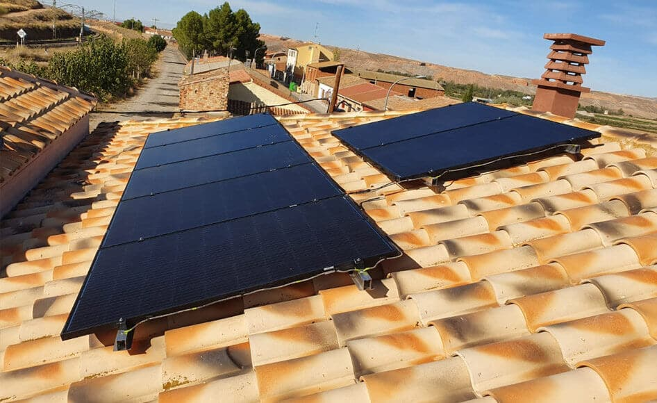 instalacion fotovoltaica en pueblo