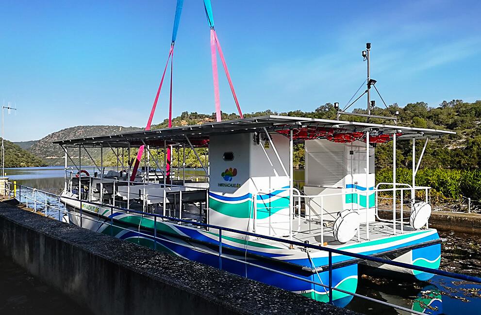 Instalación fotovoltaica aislada en barco en Hornachuelos 3