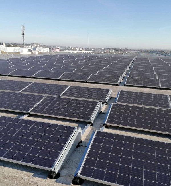 Instalación fotovoltaica en local de uso comercial
