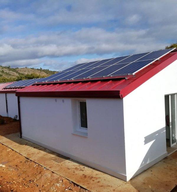Instalación fotovoltaica aislada guardería canina en Ayegui (Navarra)