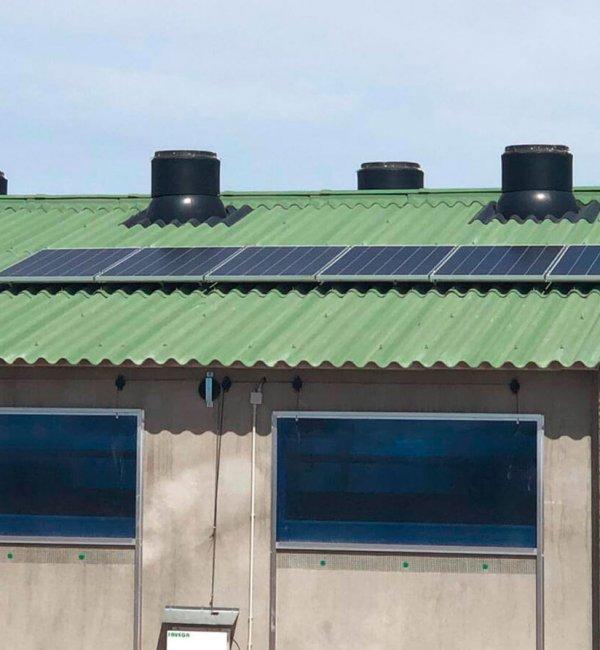 Instalación fotovoltaica aislada de la red en granja Zaragoza