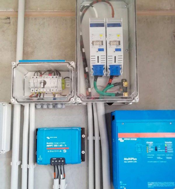 Instalación fotovoltaica aislada de la red en granja Zaragoza 2