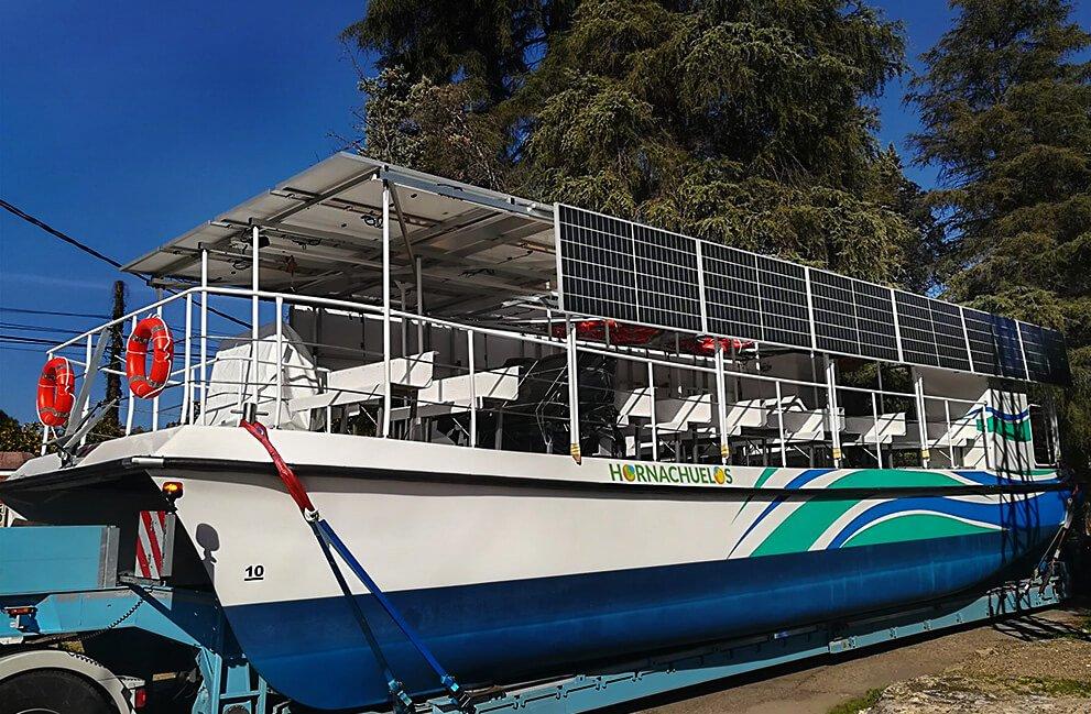 Instalación fotovoltaica aislada en barco en Hornachuelos