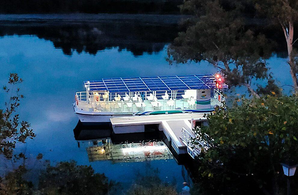 Instalación fotovoltaica aislada en barco en Hornachuelos 4