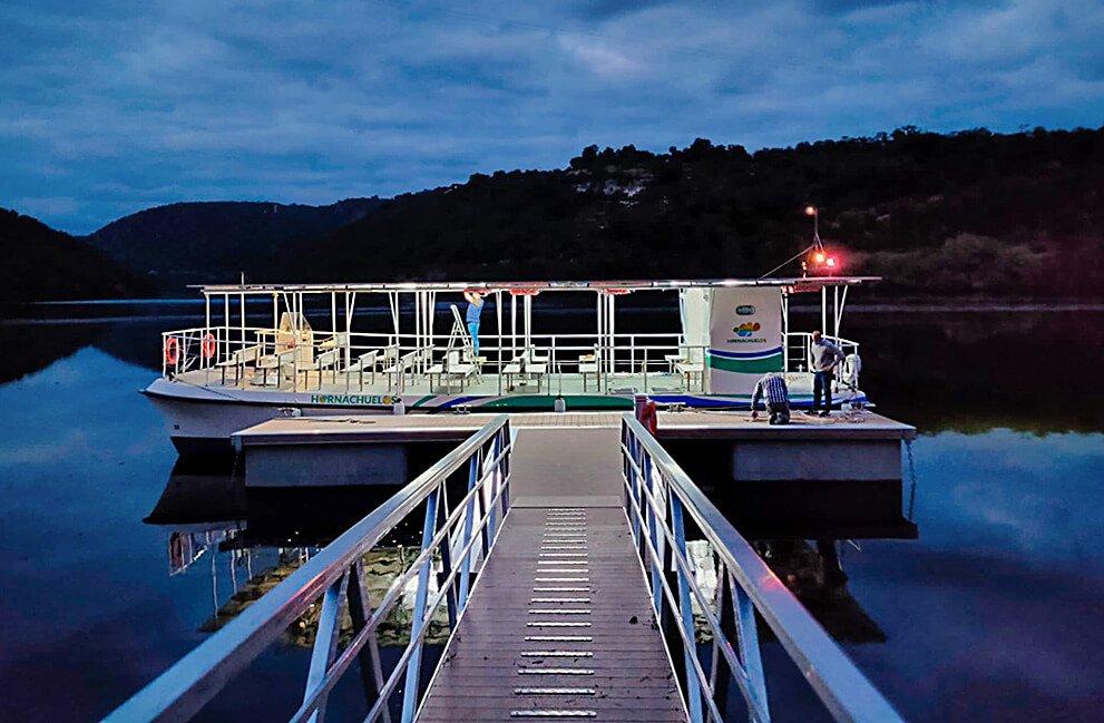 Instalación fotovoltaica aislada en barco en Hornachuelos 5