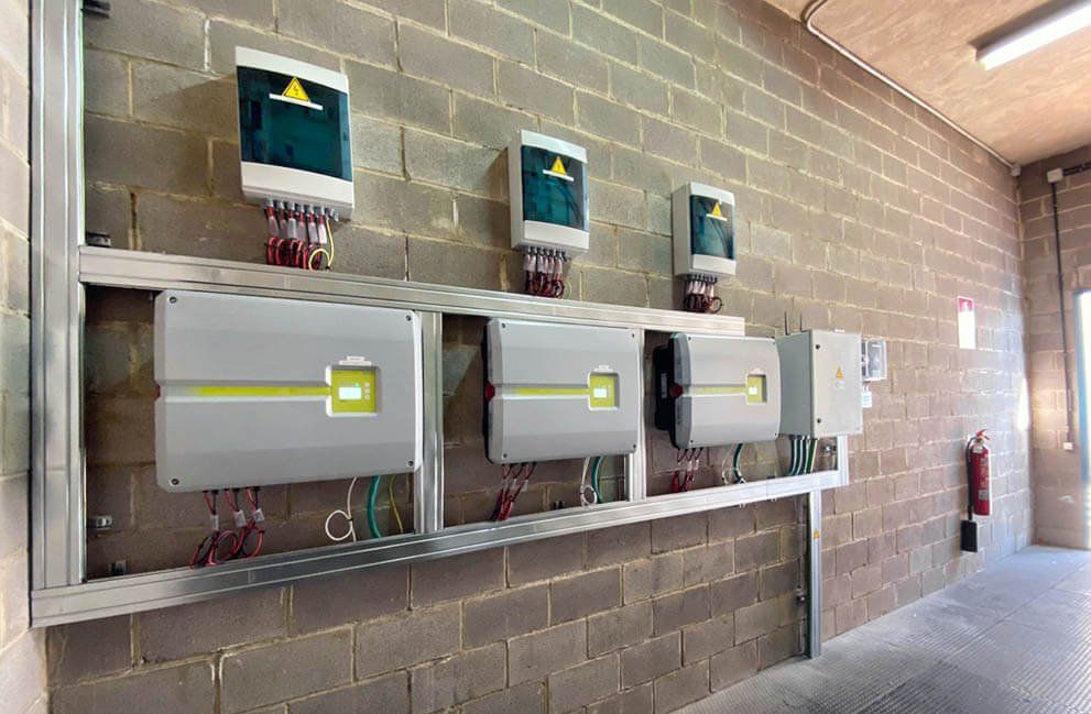 Instalación fotovoltaica en empresa de carburos metálicos en Massalfasar 3