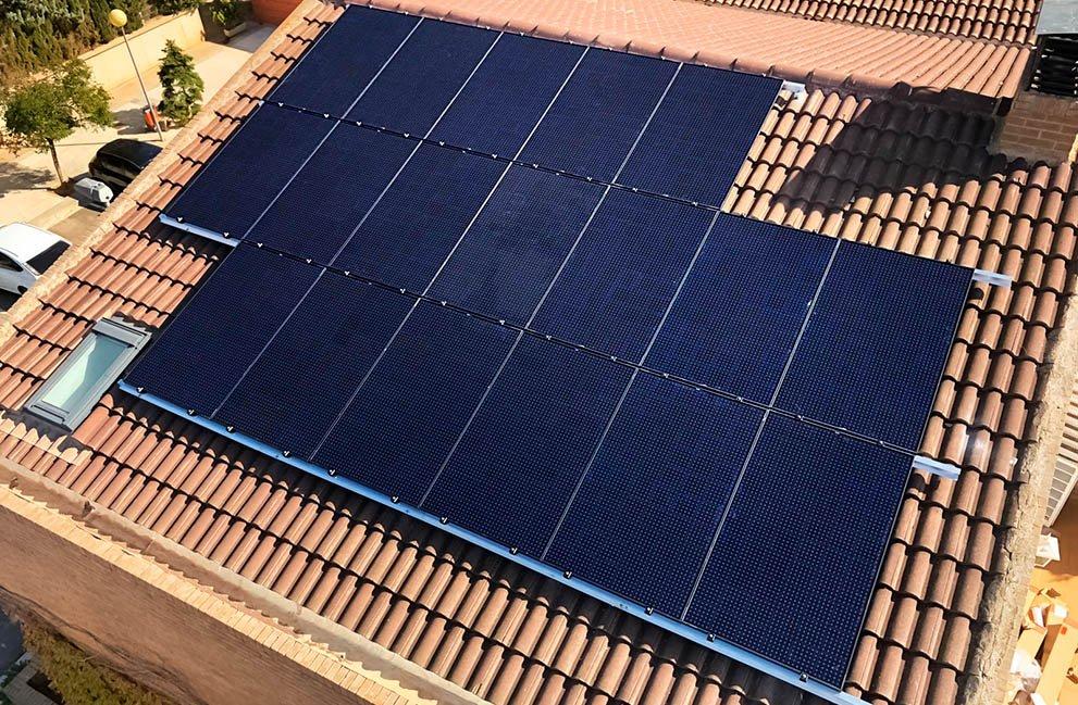 Instalación fotovoltaica en vivienda en Zaragoza
