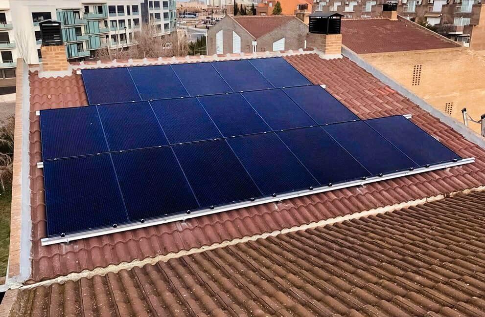 Instalación placas solares en vivienda en Zaragoza