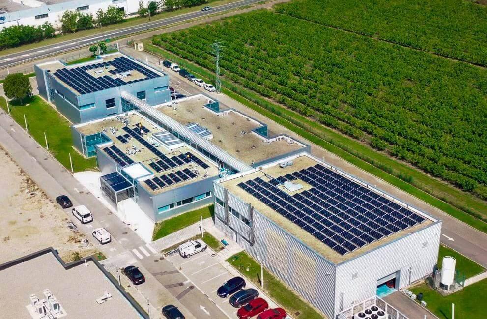 Instalación fotovoltaica en empresa tecnológica en San Adrián 2