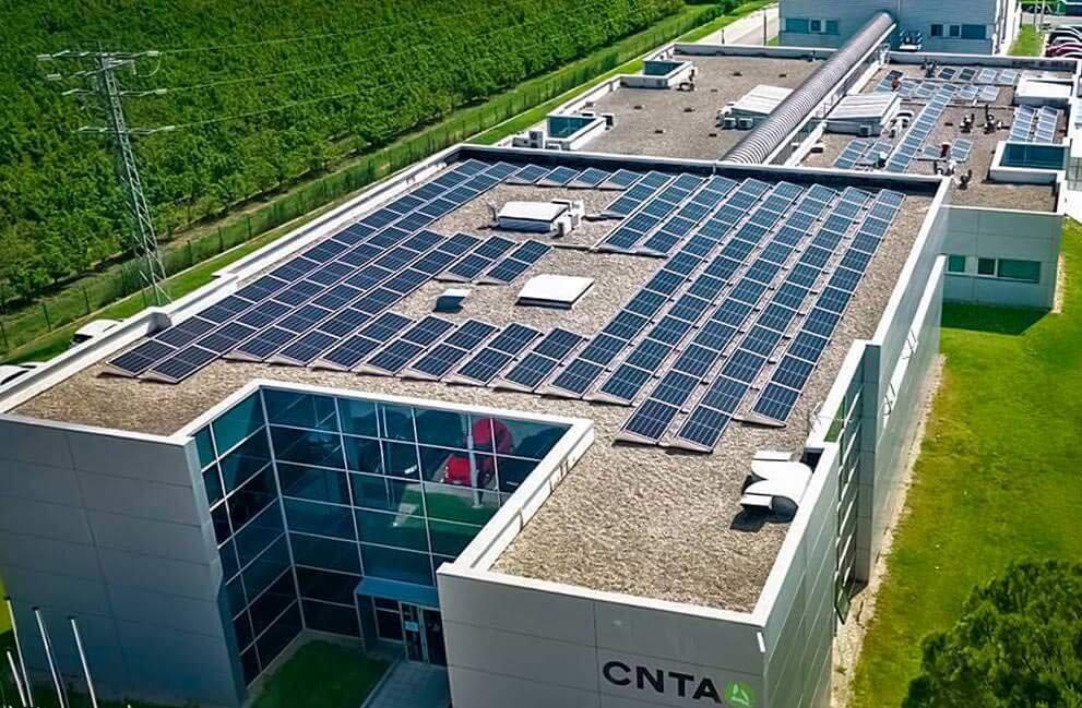 Instalación fotovoltaica en empresa tecnológica en San Adrián