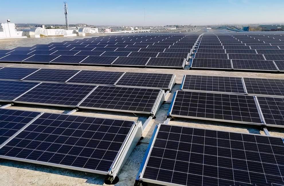 Instalación fotovoltaica en local de uso comercial e industrial en Zaragoza