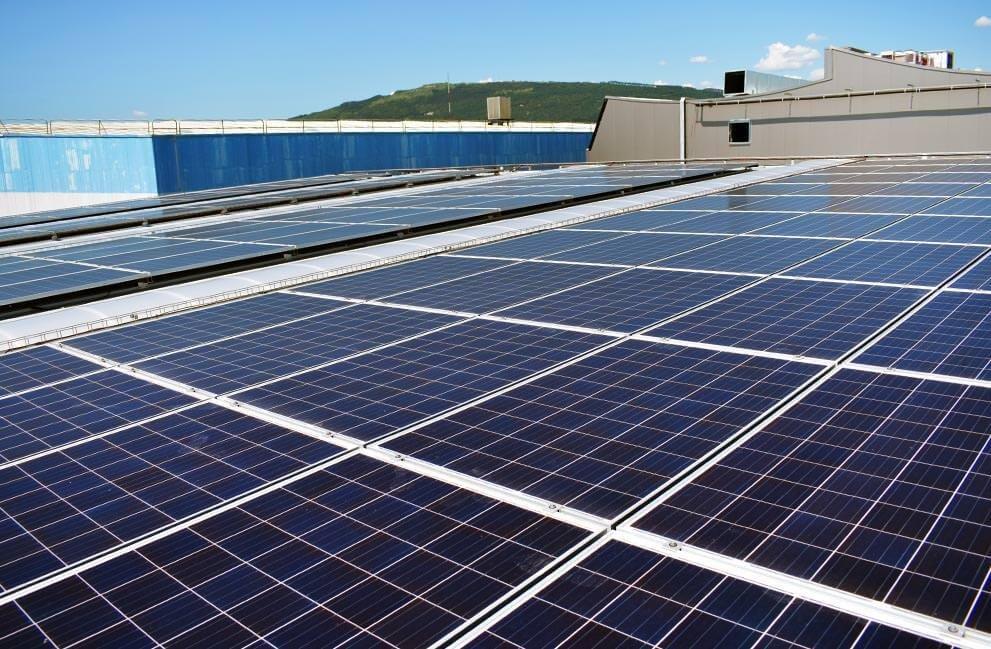 Instalación fotovoltaica en nave industrial de Pamplona