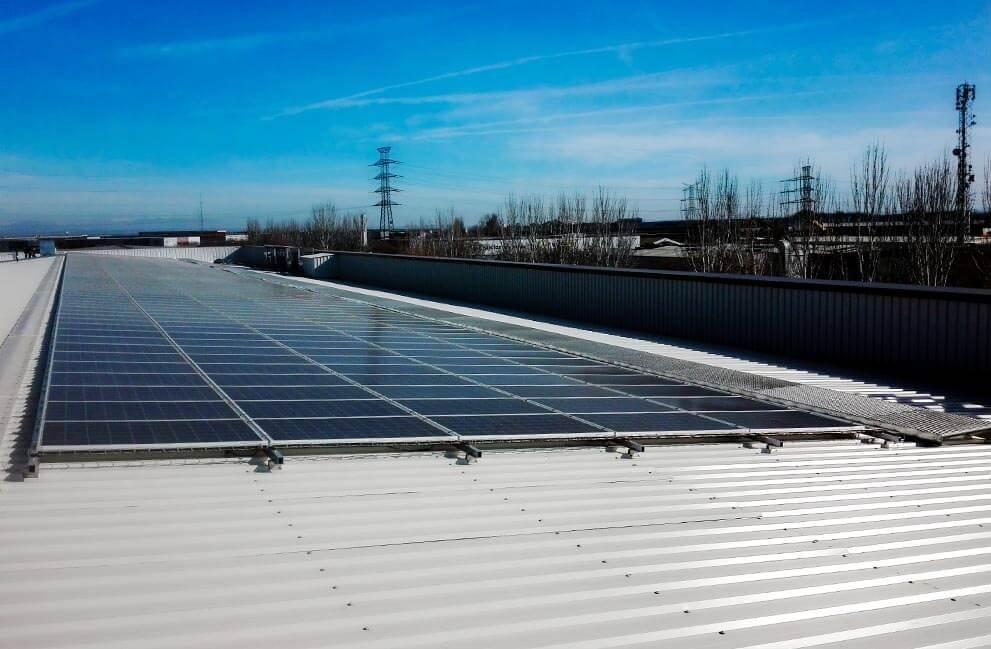 Instalación fotovoltaica en superficie comercial en Lleida