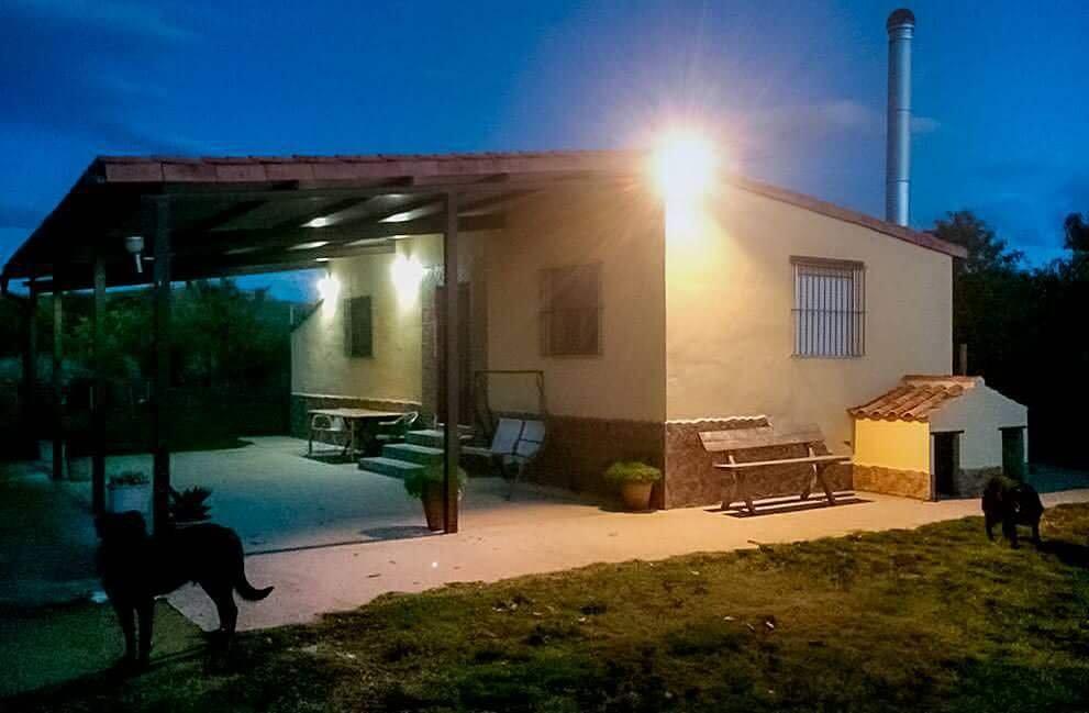 Instalacion fotovoltaica en casa de campo aislada de la red en Lodosa