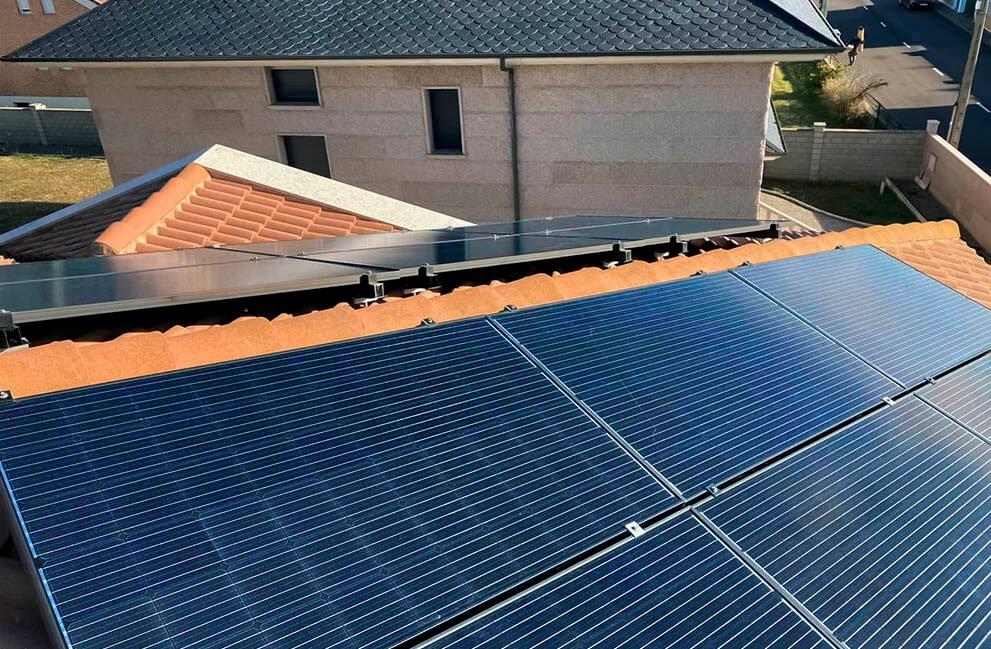 Instalación fotovoltaica con aerotermia en vivienda unifamiliar en Las Lomas 1
