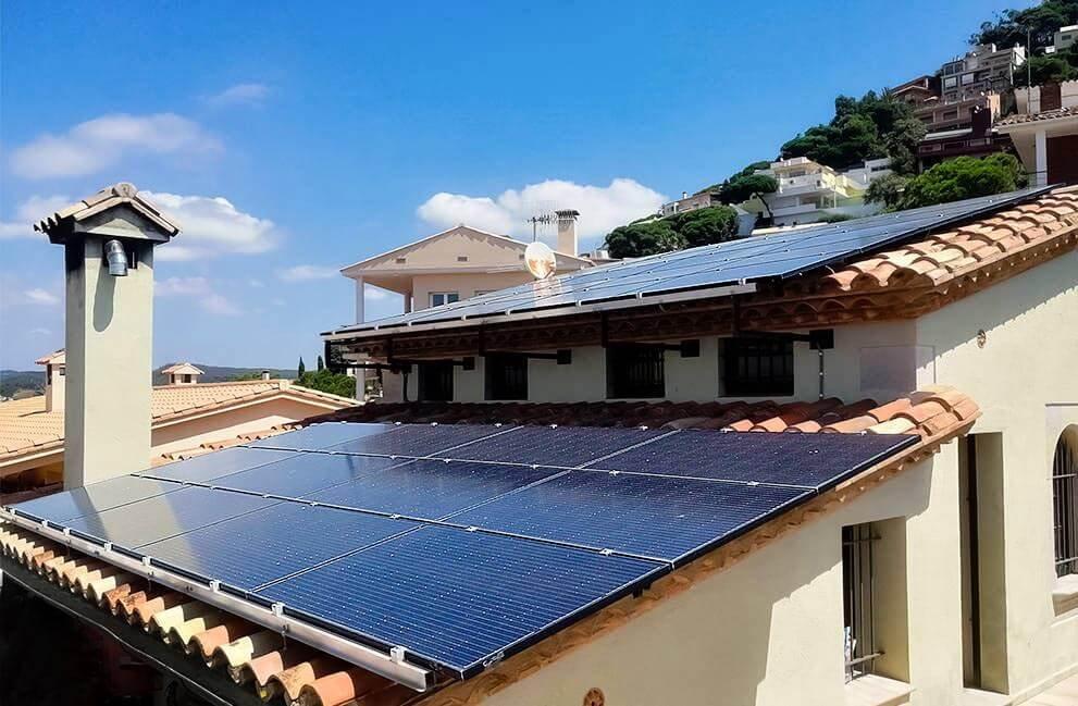 Instalación fotovoltaica con aerotermia en vivienda unifamiliar en Blanes 1