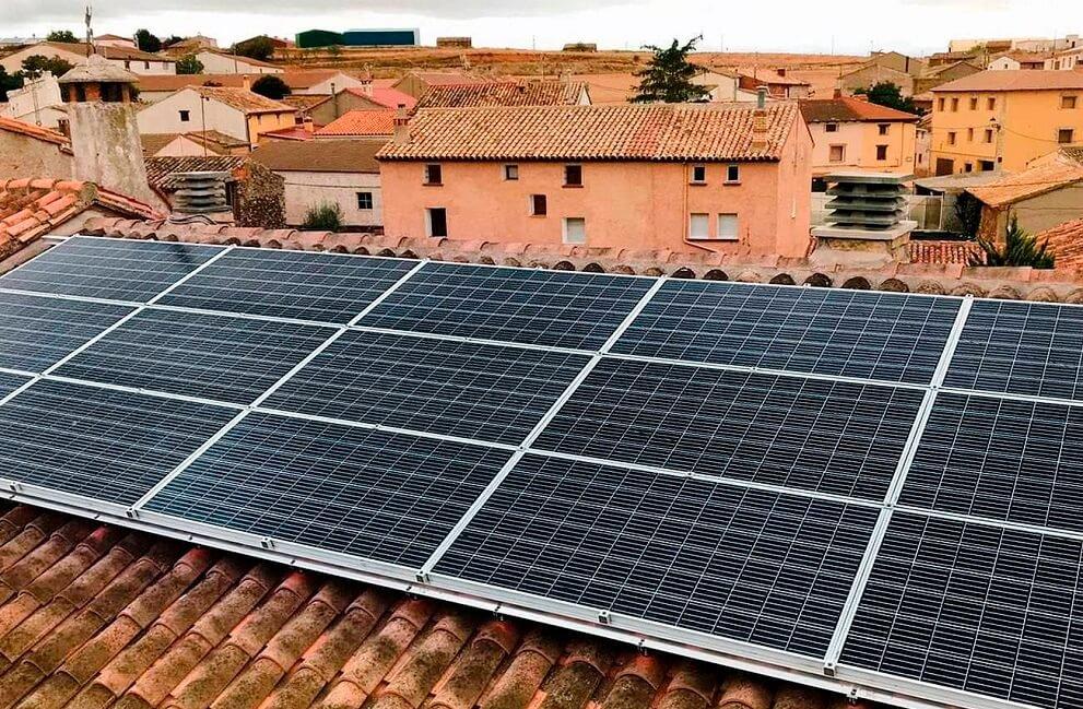 Instalación fotovoltaica en el Ayuntamiento de Ferreruela