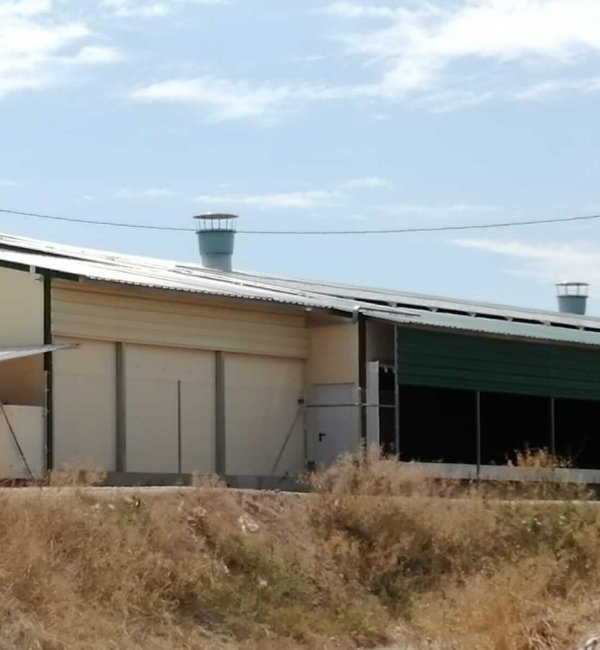 Instalación fotovoltaica en Manresa en una granja