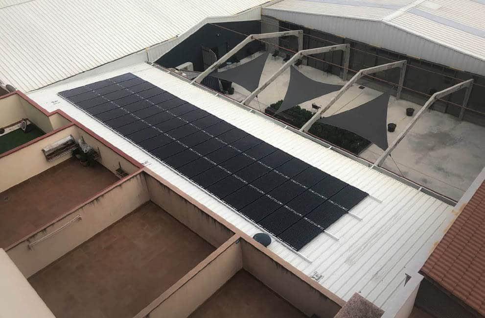 Instalación fotovoltaica en centro ocupacional