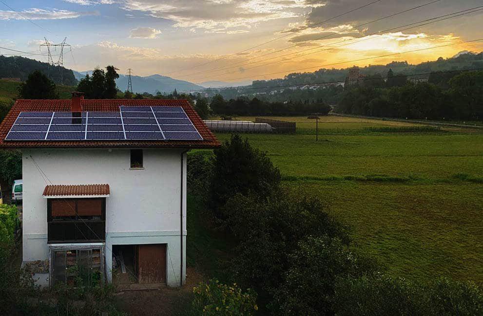 Instalación fotovoltaica en vivienda unifamiliar en Zerain