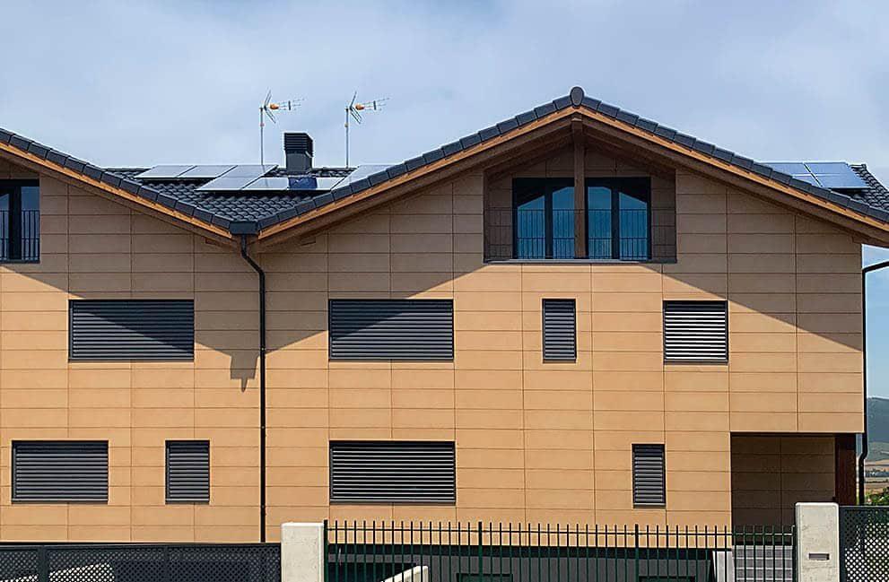 Instalación fotovoltaica hibridada con aerotermia en vivienda unifamiliar en Orkoien