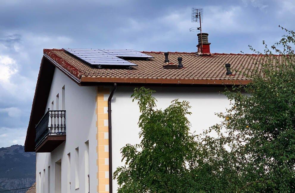 Instalación fotovoltaica en vivienda unifamiliar en Arbizu 1