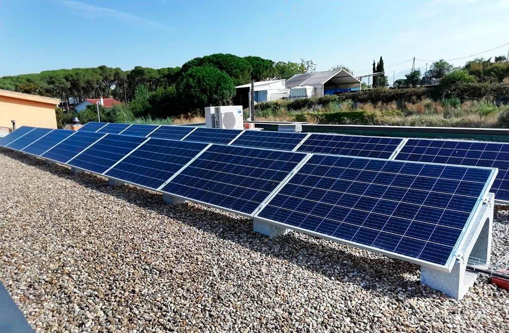 Instalación fovoltaica y fototérmica en vivienda en Montornés del Vallès